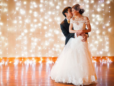 wedding-photo-booth-background-ideas-xmas-lights-backdrop