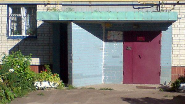 стальные двери в подъезд жилого дома