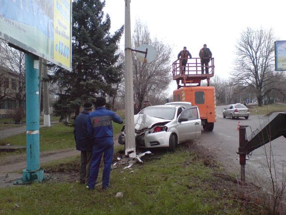 В Краматорске легковушка снесла столб (ФОТО) (фото) - фото 2