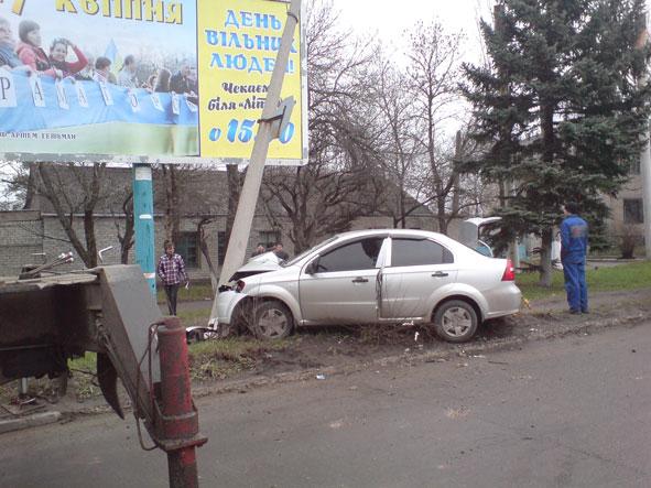 В Краматорске легковушка снесла столб (ФОТО) (фото) - фото 3