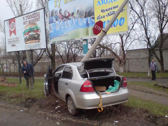 В Краматорске легковушка снесла столб (ФОТО) (фото) - фото 1