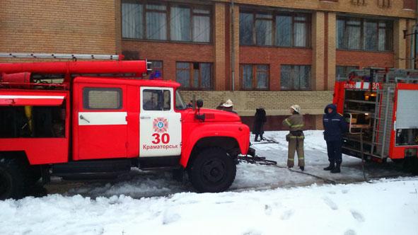В Центральной библиотеке Краматорска вспыхнул пожар (ФОТО) (фото) - фото 1