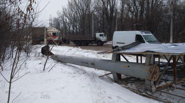 В Краматорске фура снесла столбы на улице Орджоникидзе (ФОТО) (фото) - фото 2