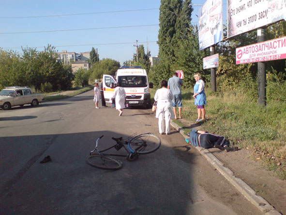 В Краматорске «скорая» столкнулась с велосипедистом (фото) - фото 2