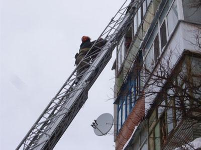 Пожарные выручали семью с ребенком в Николаевской области